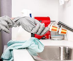 水回り-掃除-キッチン-油汚れ-カビ-お風呂-水垢-トイレ-尿石-黒ずみ-コツ-洗剤-まな板画像2
