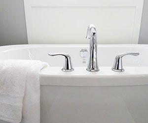 水回り-掃除-キッチン-油汚れ-カビ-お風呂-水垢-トイレ-尿石-黒ずみ-コツ-洗剤-画像