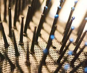 ヘアブラシ-正しい使い方-掃除方法-ブラッシング-抜け毛-切れ毛-防ぐ-根元-画像