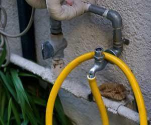 水漏れのサイン-給水管の老朽化-画像
