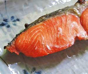 鮭とサーモンの違いは-簡単-鮭缶-レシピ-塩焼き-画像