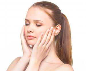 インナードライ肌-スキンケア-原因-洗顔-横向き女性-画像