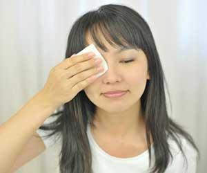 化粧水-種類-役割-コットン-手-女性-画像